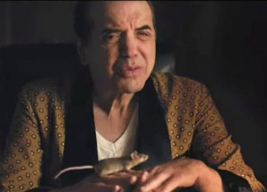 Chazz Palminteri as Raymond Patriarca with his pet mouse in Vault